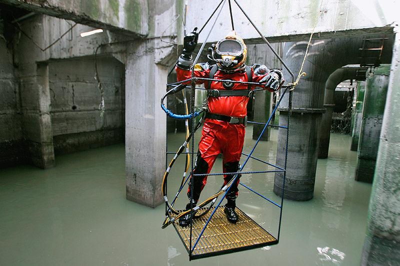 Taucher in der Kanalisation von Mexiko Stadt