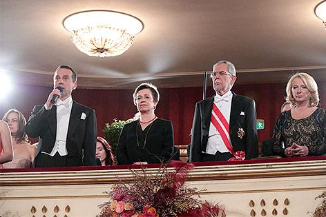 Regierungsspitze beim Opernball