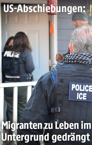 Einwanderungsbehörde vor einem Haus