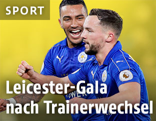 Danny Drinkwater und Danny Simpson (Leicester) jubeln