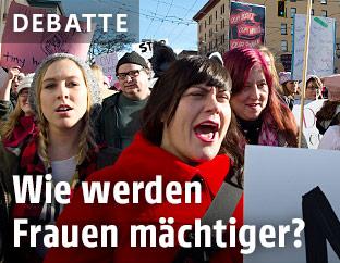 Frauen auf einer Demonstration