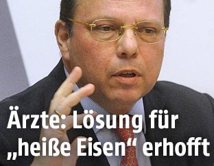 Der Präsident der Wiener Ärztekammer Thomas Szekeres
