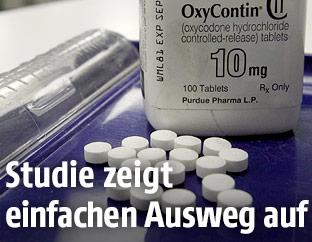 OxyContin-Pillen auf einem Tablett