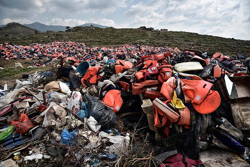 Von Flüchtlingen auf Lesbos zurückgelassene Rettungswesten