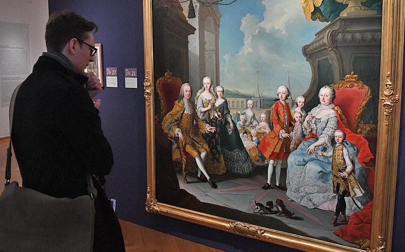 Gemälde von Maria Theresia mit Familie im Hofmobiliendepot in Wien
