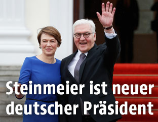 Der deutsche Bundespräsident Frank-Walter Steinmeier und seine Frau Elke Buedenbender