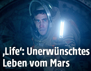 "Szene aus dem Film ""Life"" mit Jake Gyllenhaal"