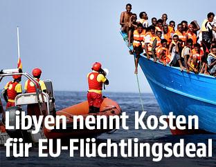 Flüchtlingsboot auf dem Meer