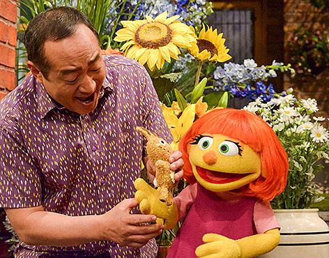 Julia, eine neue autistische Muppetfigur