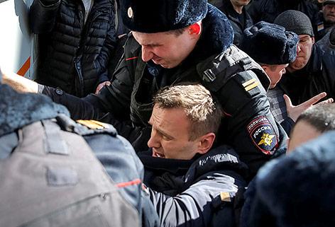 Oppositioneller Nawalny bei Demonstration festgenommen