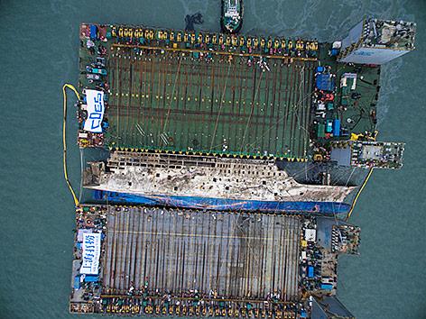 Luftaufnahme von geborgenem Schiff