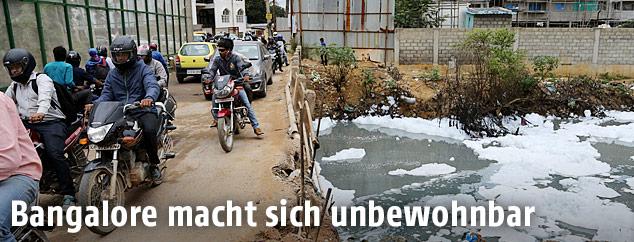 Verschmutzes Gewässer in Bangalore