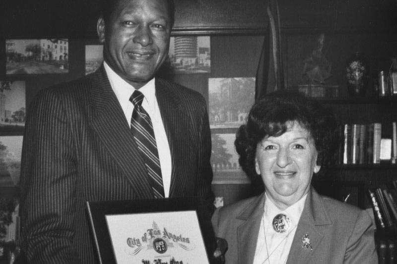 Tom Bradly, Bürgermeister von Los Angeles und Trude Forsher