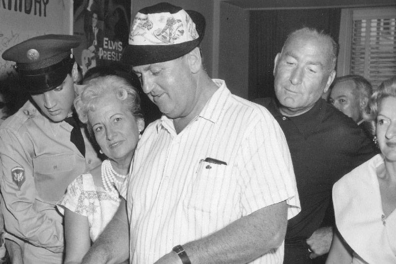 Colonel Tom Parker mit Frau und Trude Forsher
