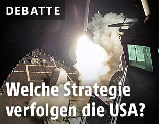 Eine Rakete wird von einem US-Kriegsschiff abgefeuert