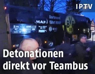 Der durch die Explosionen beschädigte BVB-Mannschaftsbus