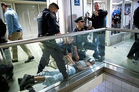 New Yorker Polzisten bei einer Festnahme