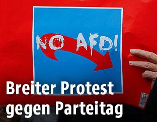 Schild auf einer Demonstration gegen die AfD