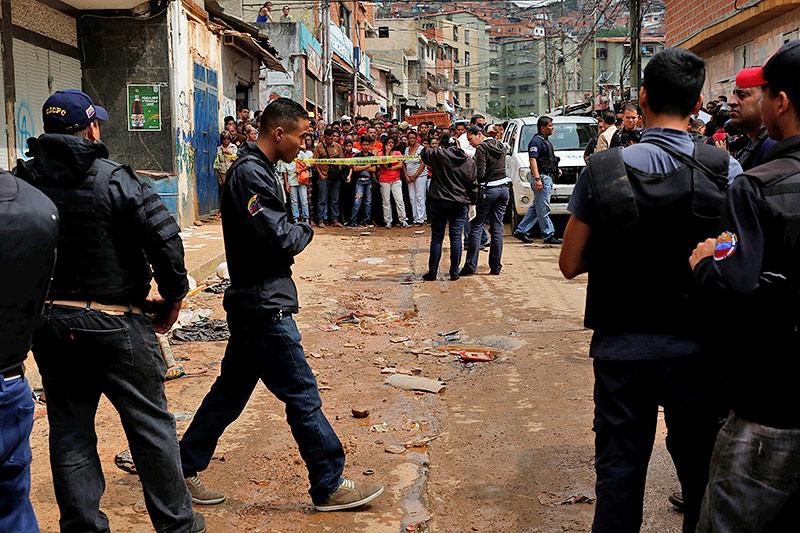 Massendemonstration in Caracas: Mindestens zwei Menschen sterben