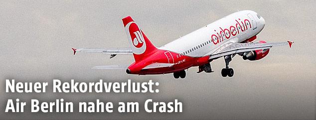 Flugzeug der Air Berlin in der Luft