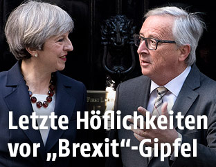 Jean-Claude Juncker mit Theresa May