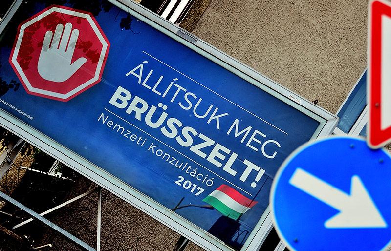 """Plakat zum Fragebogen Ungarns betreffend """"Stop Brüssel"""""""