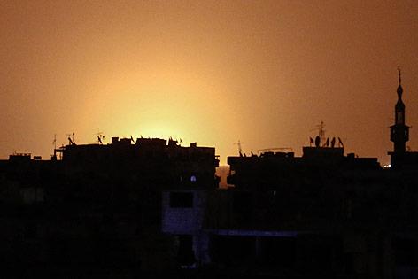 Flammen erhellen Horizont über Damaskus