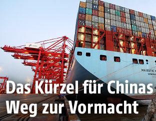 Dänisches Frachtschiff in Schanghai