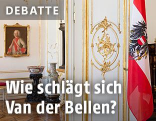 Österreichs Fahne in der Präsidentschaftskanzlei in der Hofburg