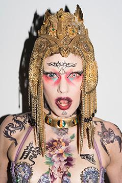 Amelie Poulain, Tänzerin der Gruppe House of Drama