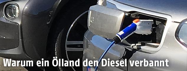 Aufladen eines Elektroautos via Tankstation