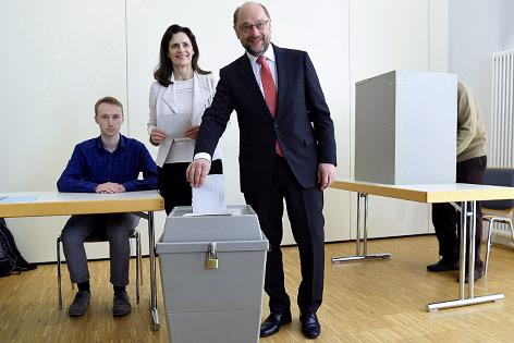 Politisches Erdbeben in NRW: Union gewinnt - SPD stürzt ab