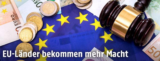 EU-Flagge mit Euros