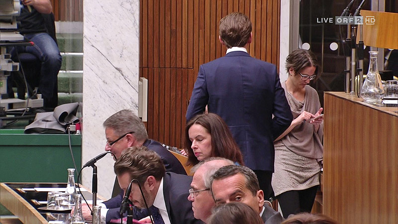ÖVP-Chef Sebastian Kurz verlässt die Nationalratssitzung