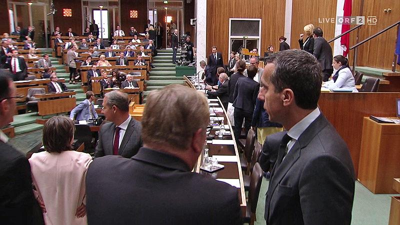 Harald Mahrer (ÖVP) betritt den Plenarsaal