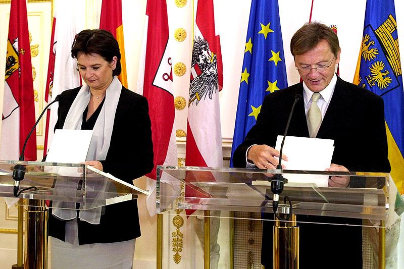 Vizekanzlerin Susanne Riess-Passer und Bundeskanzler Wolfgang Schüssel