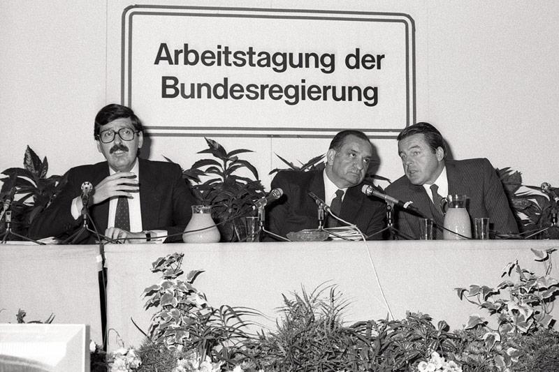 Vizekanzler Norbert Steger, Bundeskanzler Fred Sinowatz und Finazmininster Franz Vranitzky 1985