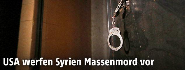 Handschellen in einem syrischen Gefängnis