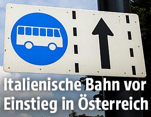 Schild für Busspur