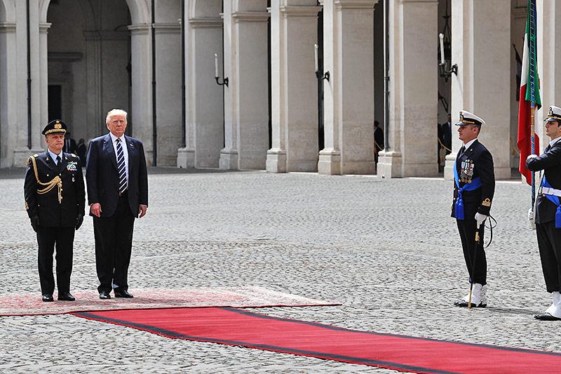 Papst fordert Trump zur Arbeit am Frieden auf