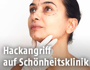 Frau mit Markierungen im Gesicht
