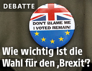 """Ein Button mit EU-Flagge und Union Jack und der Aufschrift """"Don't blame me. I voted remain!"""""""