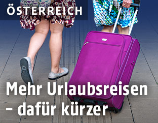 Frauen mit Koffer