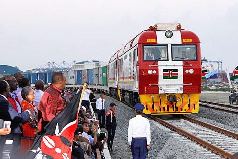 Der kenianische Präsident Uhuru Kenyatta bei der Eisenbahneröffnung