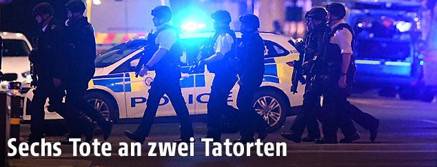 Bewaffnete Polizisten in London beim Anschlagsort