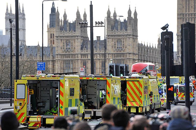 Rettungskräfte auf der Westminster Bridge