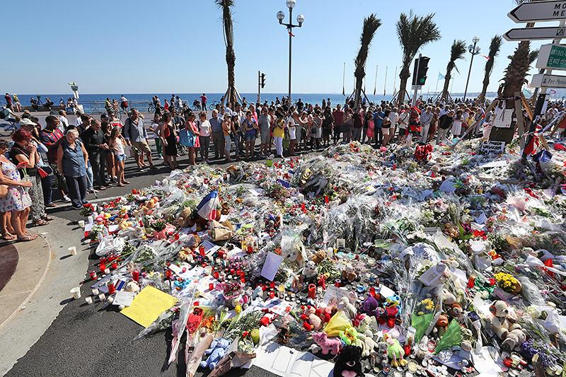 Blumen auf einer Promendade in Nizza