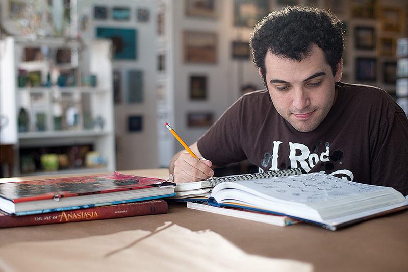 Owen beim Zeichnen