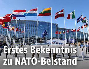 Flaggen vor dem Nato-Hauptquartier in Brüssel