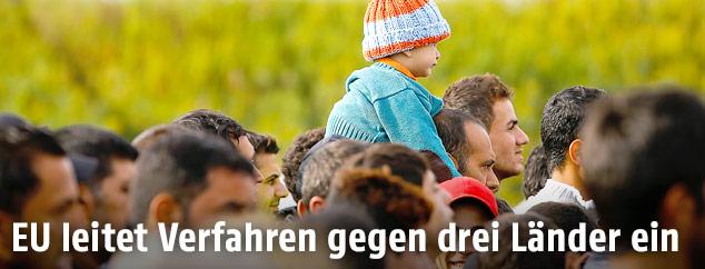 Gehende Flüchtlinge